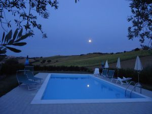 villa in italy with swimming pool in le marche